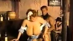 Maid Riesigen Titten
